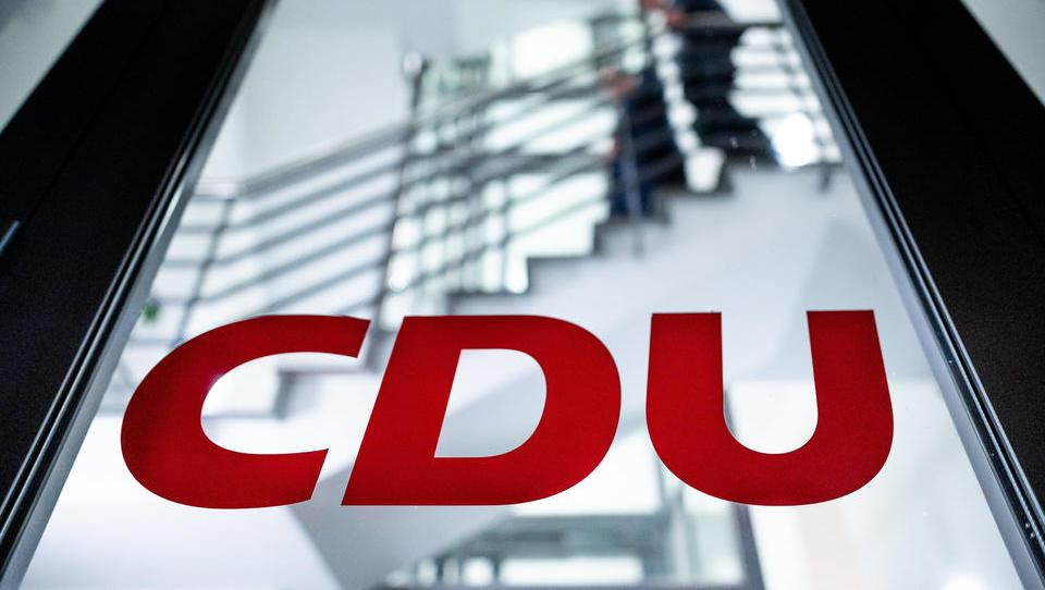 Immobilien-Lobby, CDU und FDP freuen sich über Aus des Berliner Mietendeckels