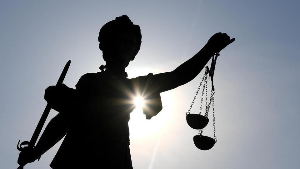 DWN-Recht: Dürfen nun Beamte, die der AfD angehören, gefeuert werden?