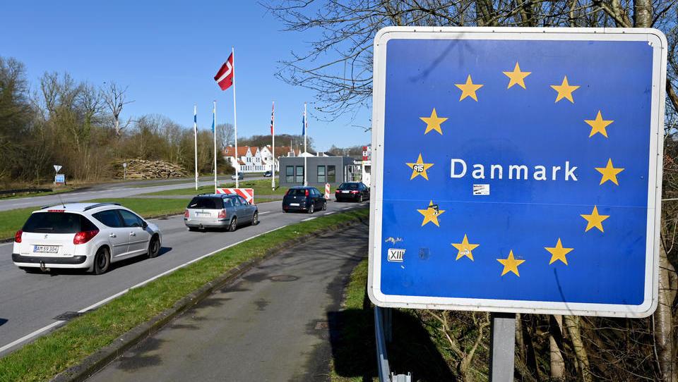 """Dänemark streicht Corona als """"gesellschaftsgefährdende"""" Krankheit und schafft Corona-Pass in Bars ab"""