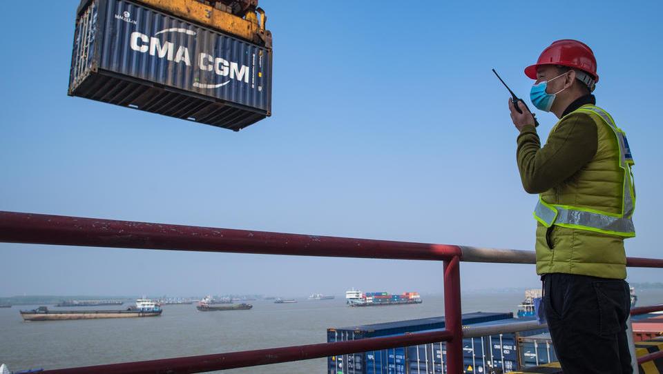 Motor der Weltwirtschaft im Aufwind – Industrie und Einzelhandel in China wachsen deutlich