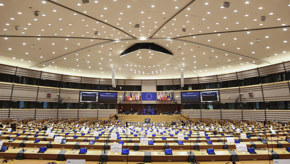 25 nackte Männer: Belgische Polizei löst Orgie auf, Diplomaten und ein EU-Abgeordneter anwesend