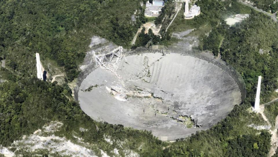 Riesiges Weltraum-Teleskop von Arecibo in sich zusammengestürzt