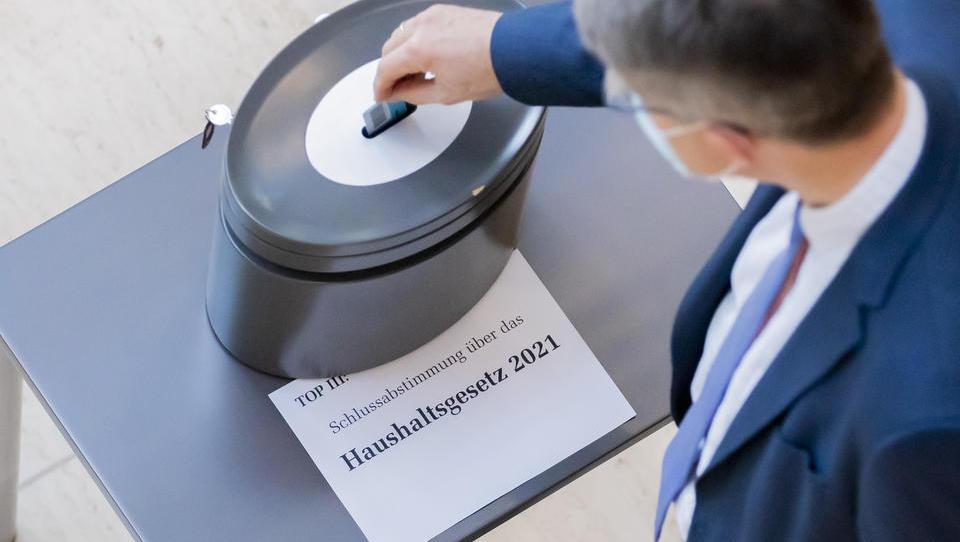 Bundestag stimmt Haushalt 2021 endgültig zu