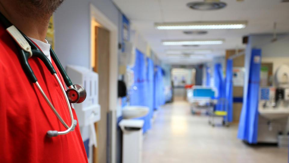 Großbritannien will zehntausende ungeimpfte Pfleger entlassen