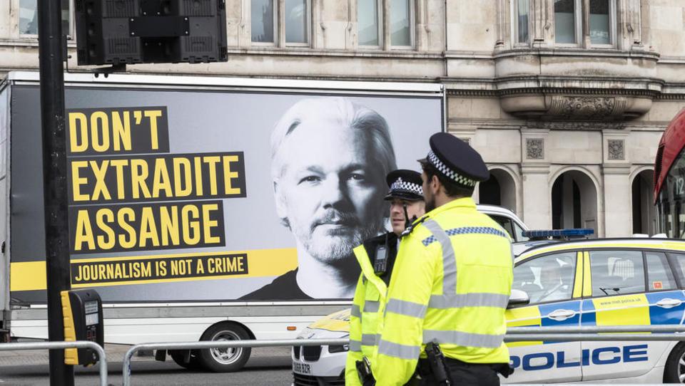 Offener Brief an Merkel: Hochrangige Persönlichkeiten fordern Freilassung von Julian Assange