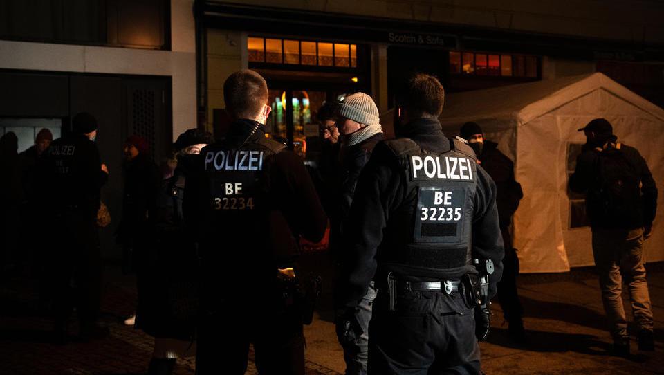 """""""Zwangsanweisung und höhere Bußgelder"""": Härteres Vorgehen gegen Quarantäne-Verweigerer geplant"""