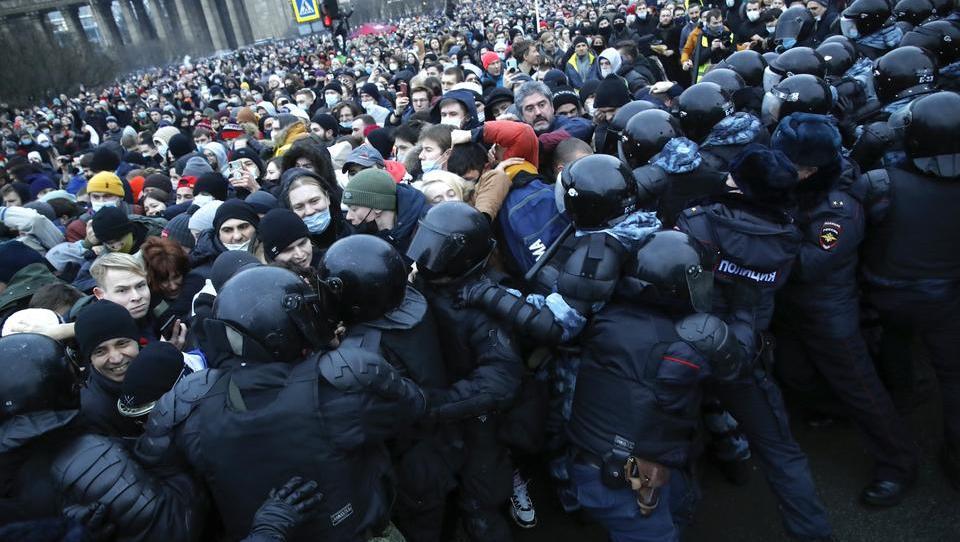 Schwere Unruhen in Russland gegen die Regierung ausgebrochen – Lage ist ernst