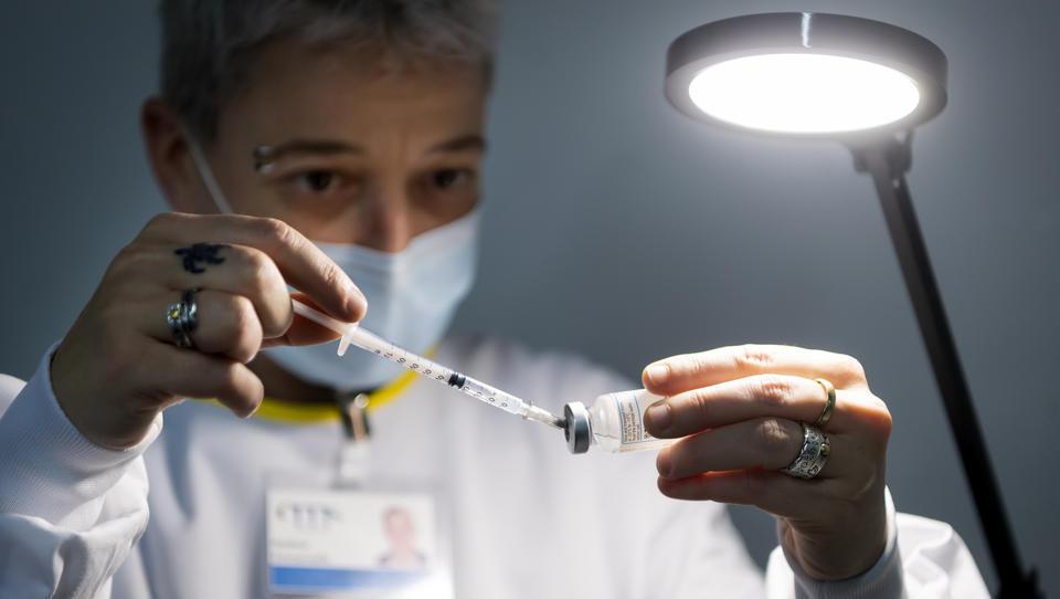 """Corona-Bericht: """"Bundesgesundheitsamt in der Schweiz treibt Positivitäts-Rate künstlich in die Höhe"""""""