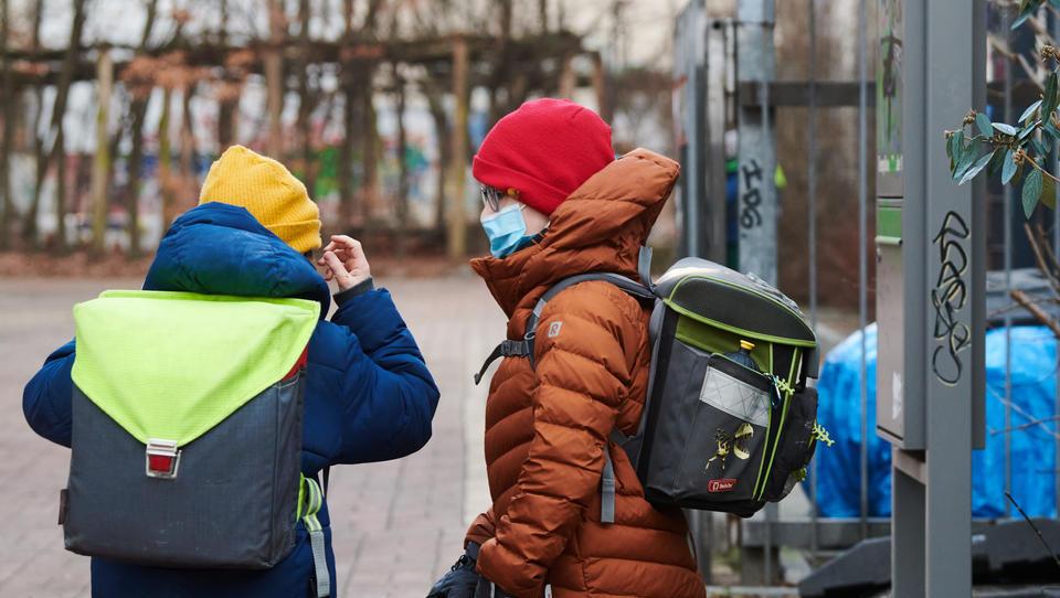 Maskenpflicht an Bremer Grundschulen: Elternumfrage wurde massiv manipuliert