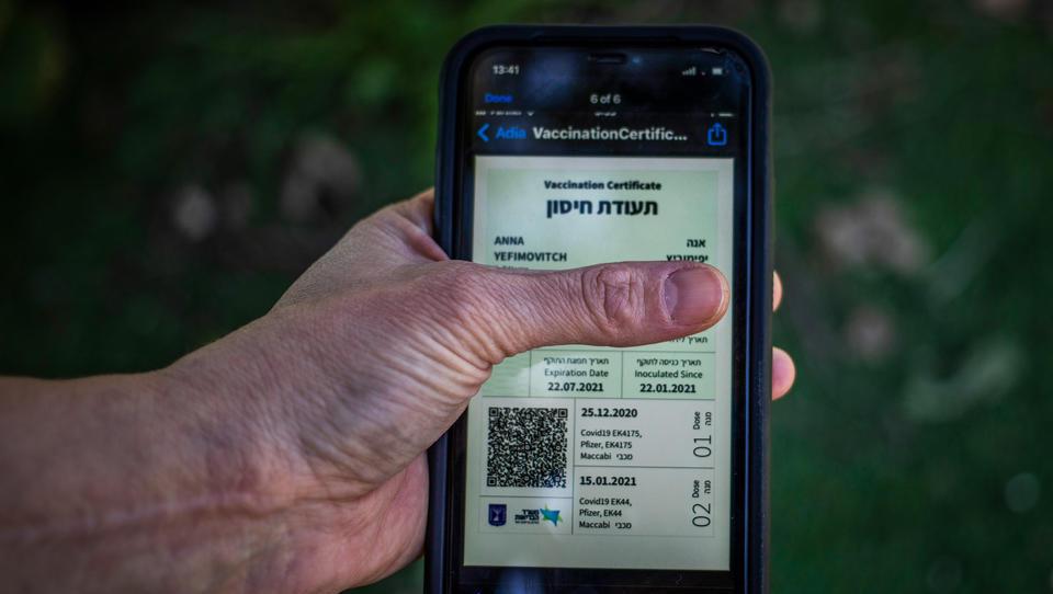 Israel schafft digitalen Impfpass ab: Bürger dürfen wieder ohne Impfnachweis in Restaurants und Bars