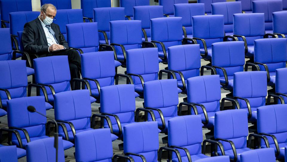 Bundestag verlängert juristische Grundlage für Sonderrechte und Corona-Restriktionen
