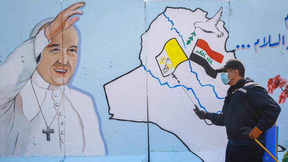 Papst Franziskus landet in Bagdad, beginnt historische Reise durch den Irak