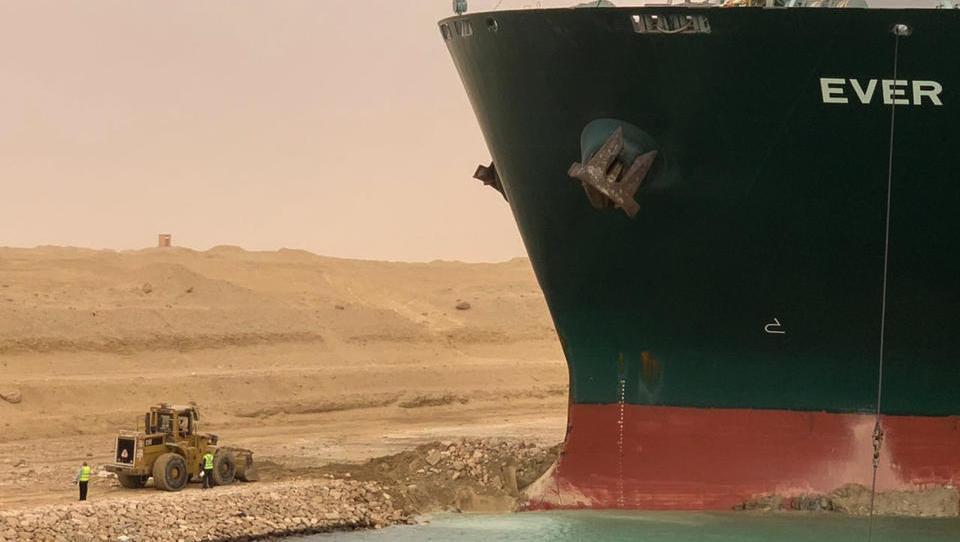 Hiobsbotschaft für ganz Europa: Zerstörerische Folgen von Suez-Blockade reichen bis zum Sommer