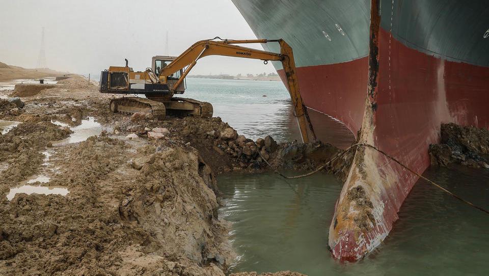 Der Suez-Kanal, ein Nadelöhr des Welthandels, bleibt auf unabsehbare Zeit blockiert