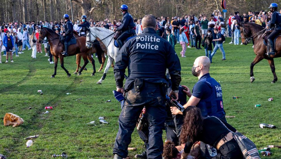 Belgien: Schwere Ausschreitungen nach Massenfeier