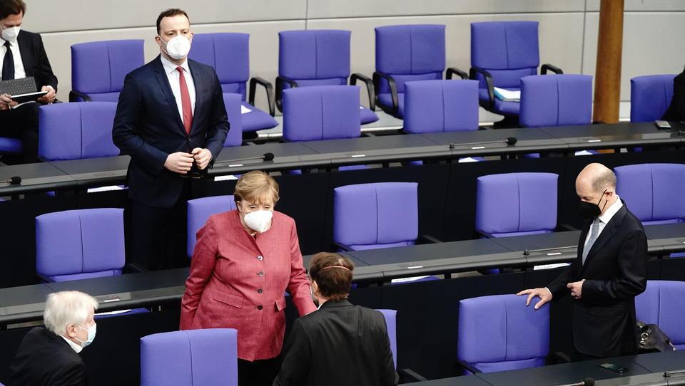 """Bundestag beschließt permanente Grundrechts-Eingriffe, während die Deutschen über den """"Regenbogen"""" debattieren"""