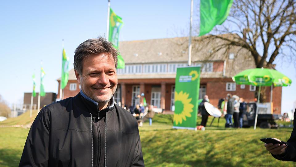 Grünen-Chef Habeck fordert von Linkspartei Bekenntnis zur Nato