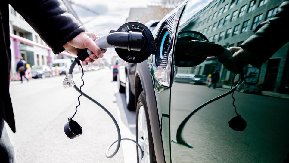 Elektroautos in Deutschland: Jobkiller und Jobmotor zugleich