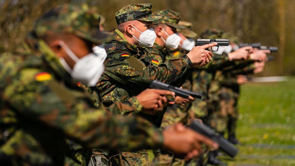 Grüne bauen Parallelstrukturen in Bundeswehr und Polizei auf