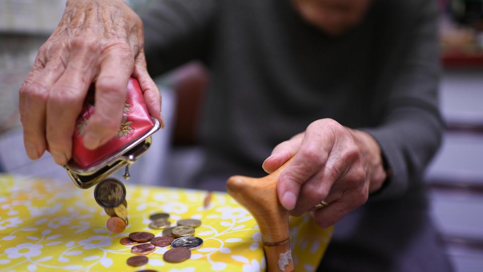 Pflege und Grundsicherung im Alter: Sozialausgaben 2020 um 6,5 Prozent gestiegen