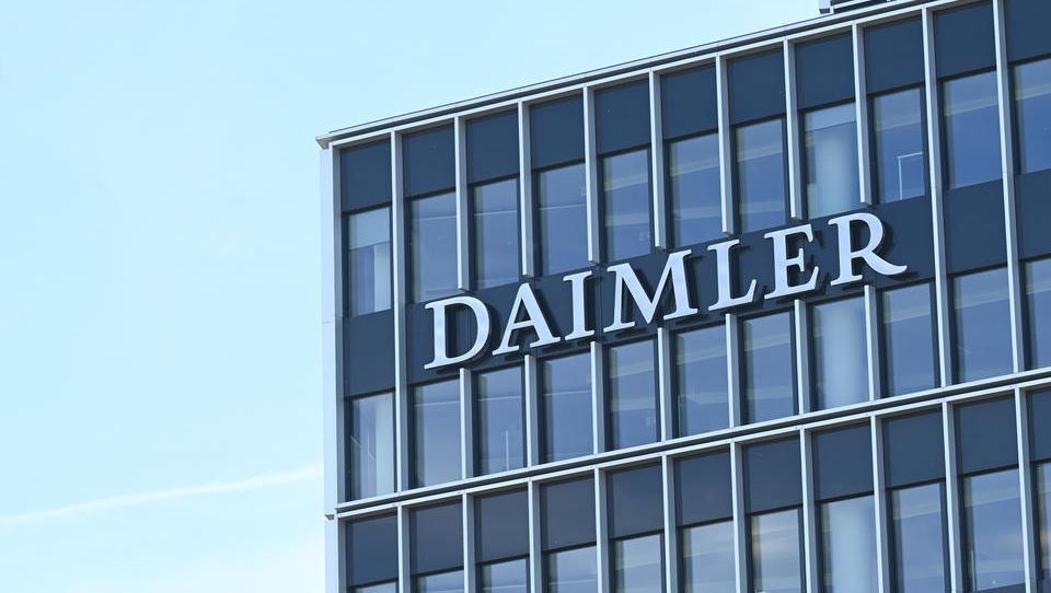 Daimler weitet Kurzarbeit wieder deutlich aus