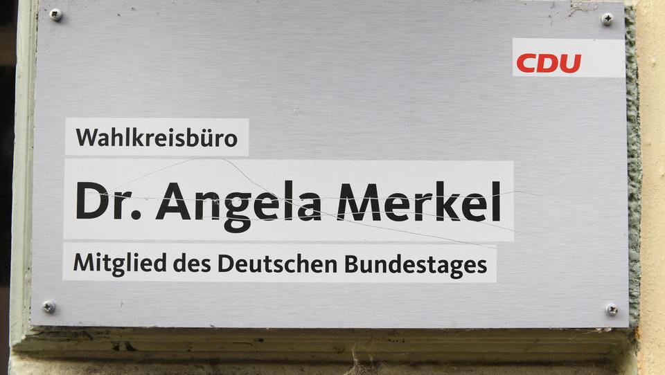 EILMELDUNG: Bombenalarm im Wahlkreis-Büro von Angela Merkel
