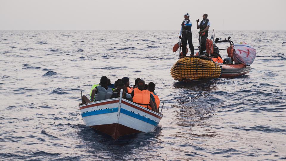 Auf der Flucht vor Ausbeutung und Hunger: Mindestens 43 Migranten vor Tunesiens Küste ertrunken