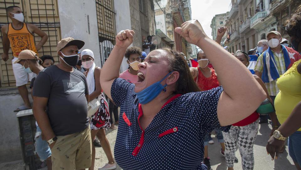 Massive Proteste gegen Regierung auf Kuba, Präsident beschuldigt die USA als Drahtzieher