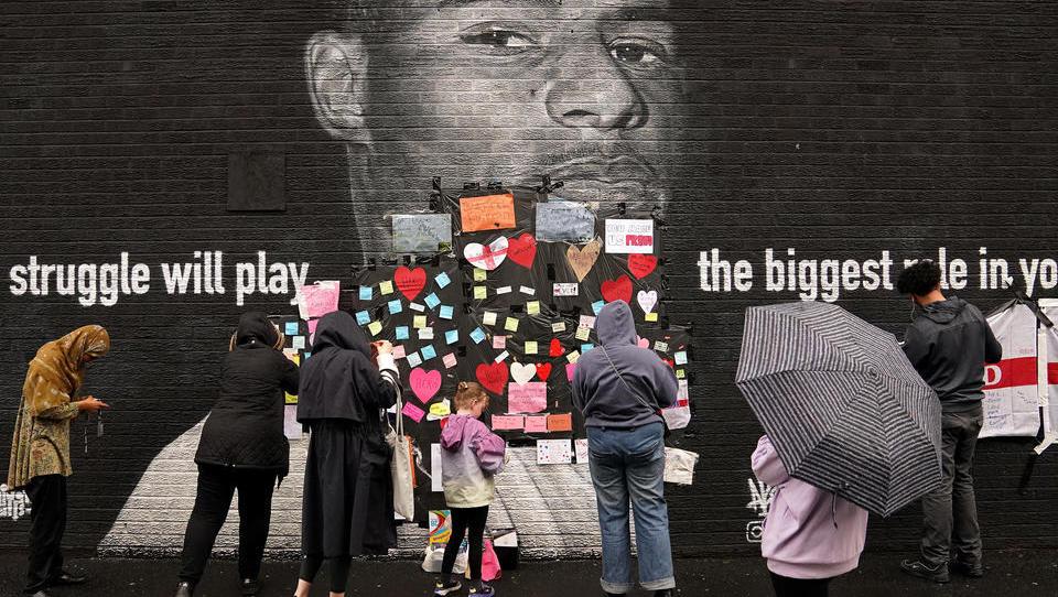 Rassismus und Randale: Englands Fußball-Märchen verwandelt sich in einen Alptraum