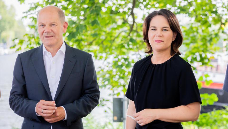Kassenarztchef fordert Ende aller Corona-Maßnahmen zum 30. Oktober, doch SPD und Grüne sind dagegen
