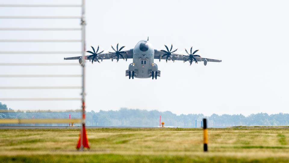 Chaos am Kabuler Flughafen - Bundeswehr muss Evakuierungen aussetzen