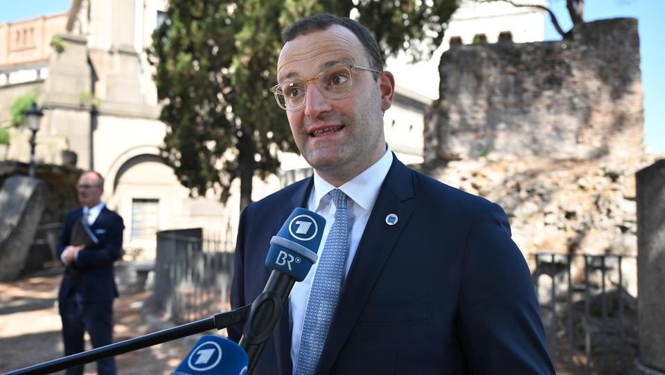 DGB kritisiert Spahn wegen Aus der Lohnfortzahlung für Ungeimpfte in Quarantäne