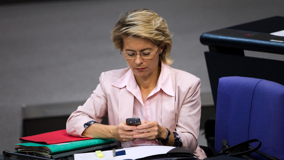 Beweismittel in der Berater-Affäre: Verteidigungsministerium löscht von der Leyens Handy-Daten