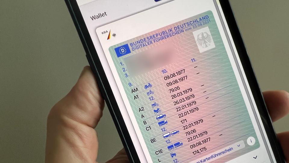 Digitaler Führerschein krachend gescheitert - Rücknahme wenige Tage nach Einführung wegen Sicherheitslücken