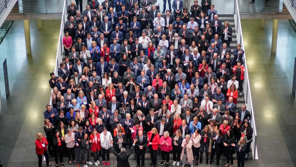 SPD setzt sich geschlossen über eigene Maskenpflicht hinweg