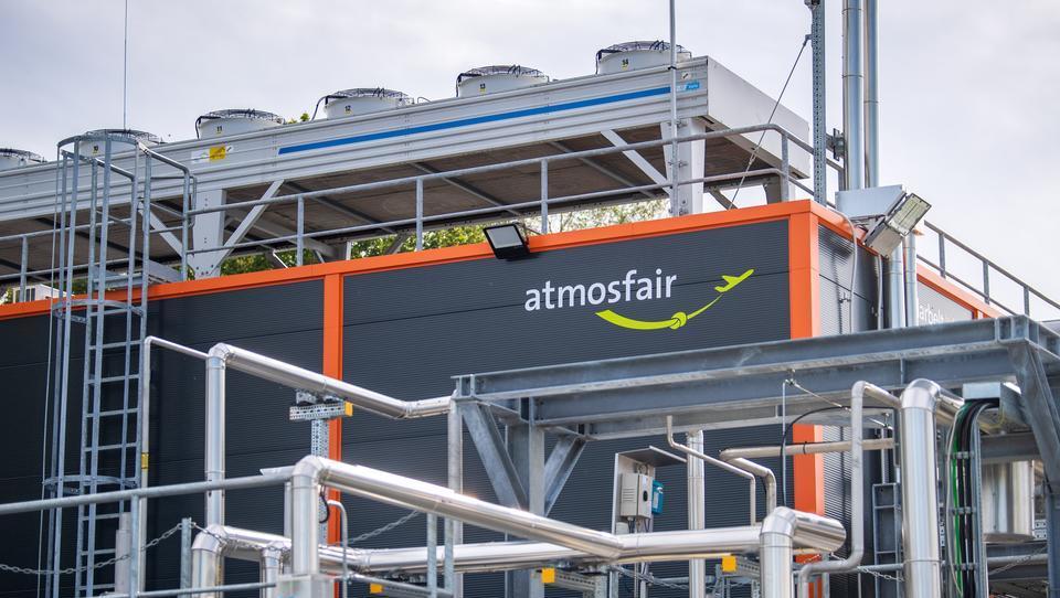 Weltweit erste Anlage für synthetisches Kerosin im Emsland eröffnet