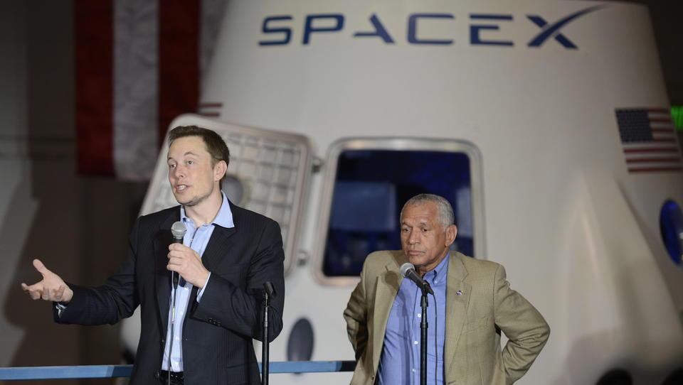 Entwickelt Tesla gerade eine E-Batterie für Lufttaxis?