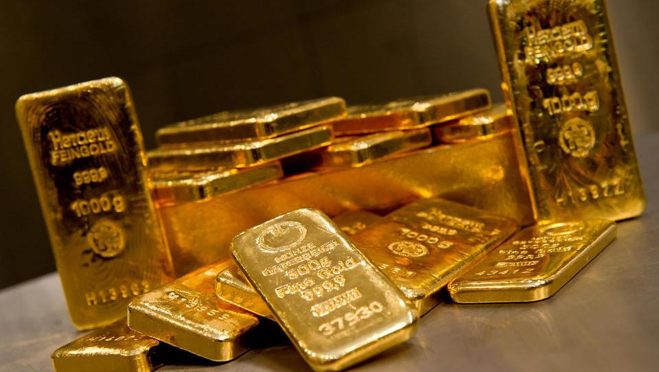 Deutsche misstrauen der Geldpolitik, bunkern Bargeld und Gold