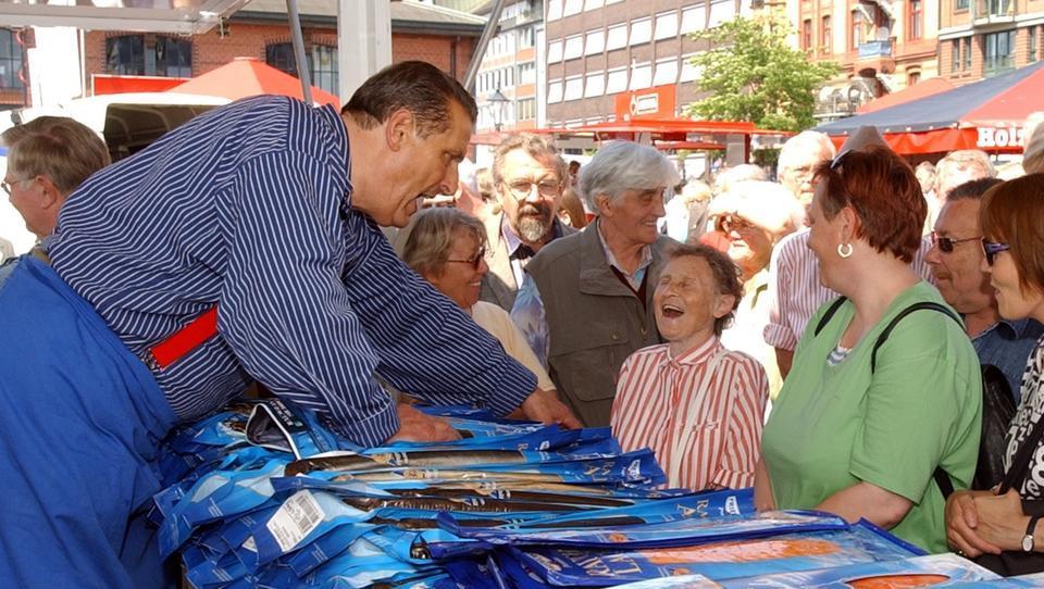 """""""Aale Dieter"""" boykottiert Corona-Wahnsinn auf dem Hamburger Fischmarkt"""