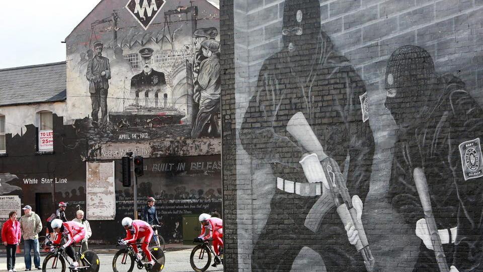 Rückkehr des Nordirland-Konflikts? Pro-britische Milizen setzen Unterstützung für historisches Karfreitags-Abkommen aus
