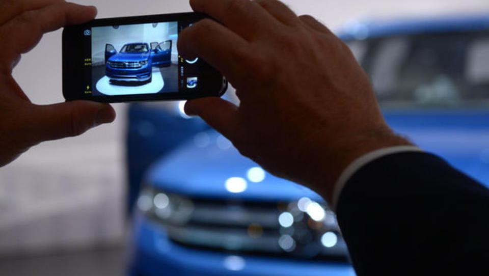 Volkswagen wirbt Apple-Experten für Roboter-Autos ab