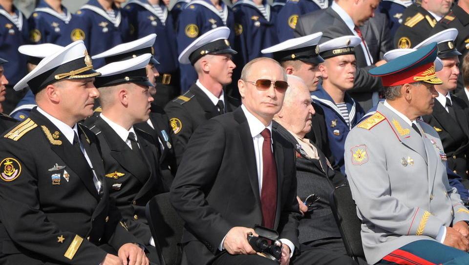Russische Kriegsschiffe führen Manöver im Atlantik durch