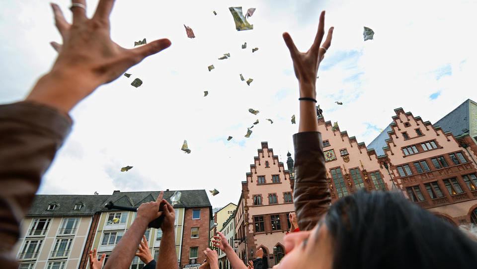 Gewerkschaft Verdi fordert Helikoptergeld für die Deutschen