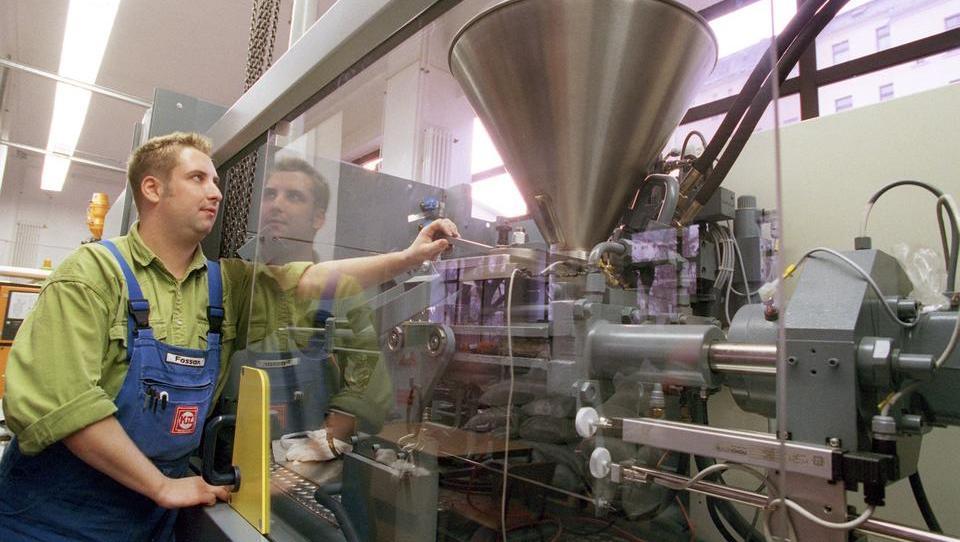 Neuer Verbundstoff: Farbwechsel zeigt Schäden im Material an