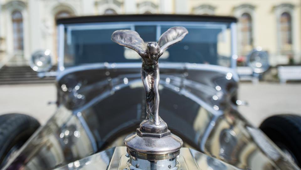 Firmen-Ticker: Rolls-Royce rutscht auf Ramschniveau, hunderte Stellen in Deutschland fallen weg