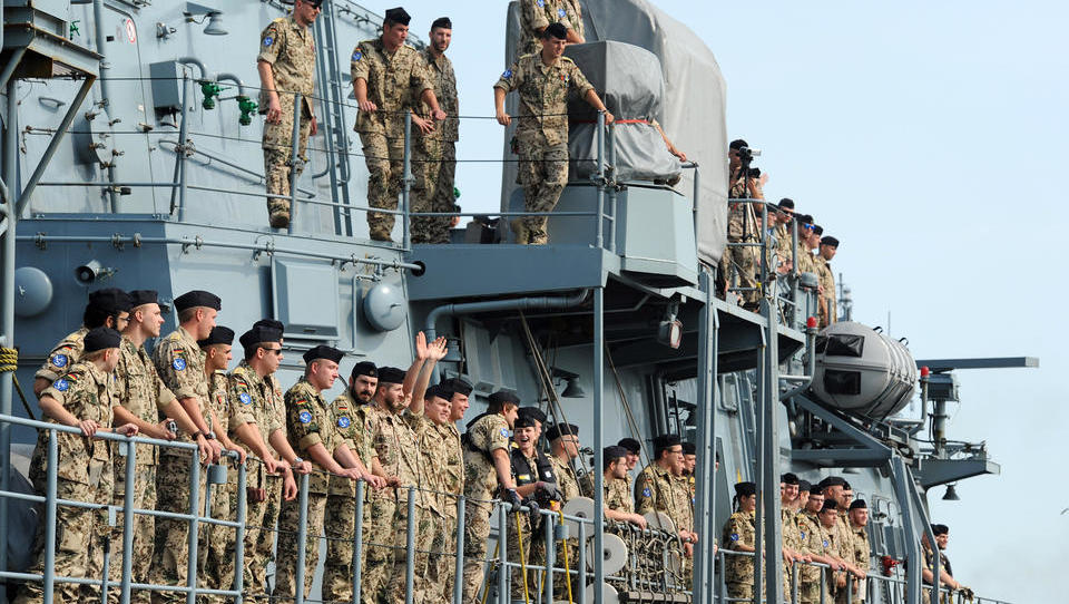 Bundesregierung will Fregatte in Krisengebiet schicken: Supermacht sendet Warnung