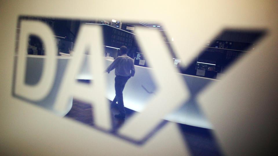 Dax-Konzerne schreien nach ausländischen Fachkräften - und bauen hierzulande Lehrstellen ab