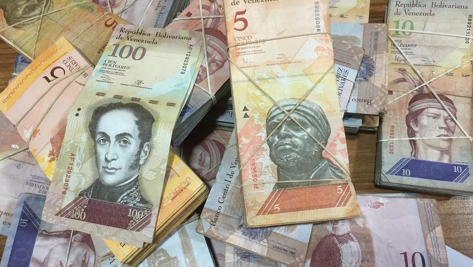 """Wegen Hyperinflation: Venezuela streicht bei Preisen sechs Nullen, Bürger sollen """"Bolívar Digital"""" benutzen"""