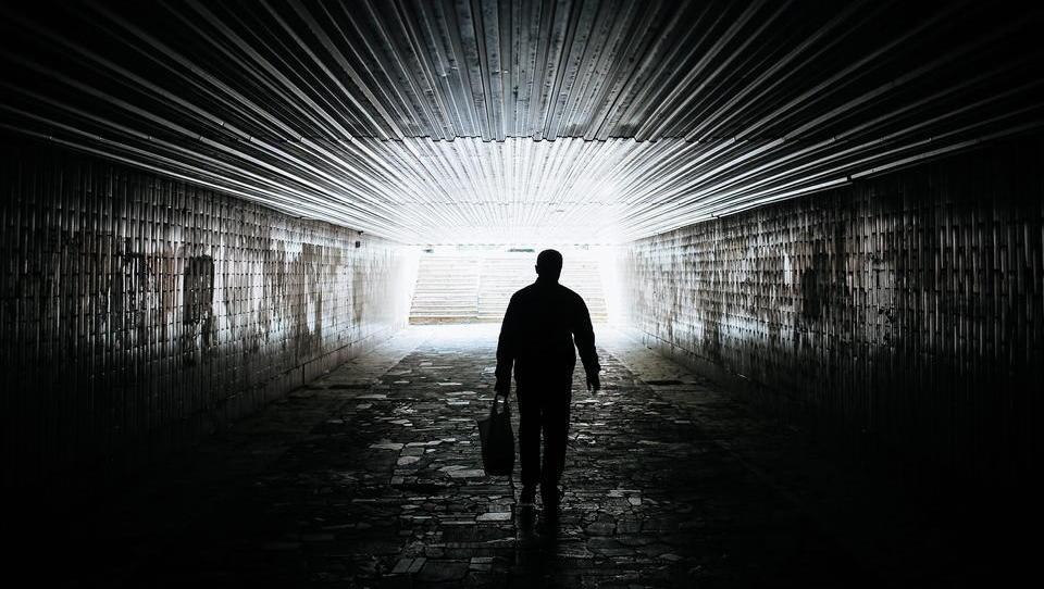 Psychische Belastung durch Corona: Licht am Ende des Tunnels trotz Impfungen noch in weiter Ferne