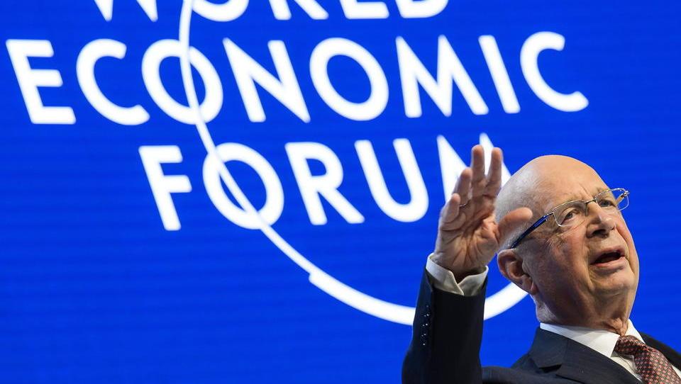 Klaus Schwab lobt Bill Gates für seine Ideen gegen den Klimawandel